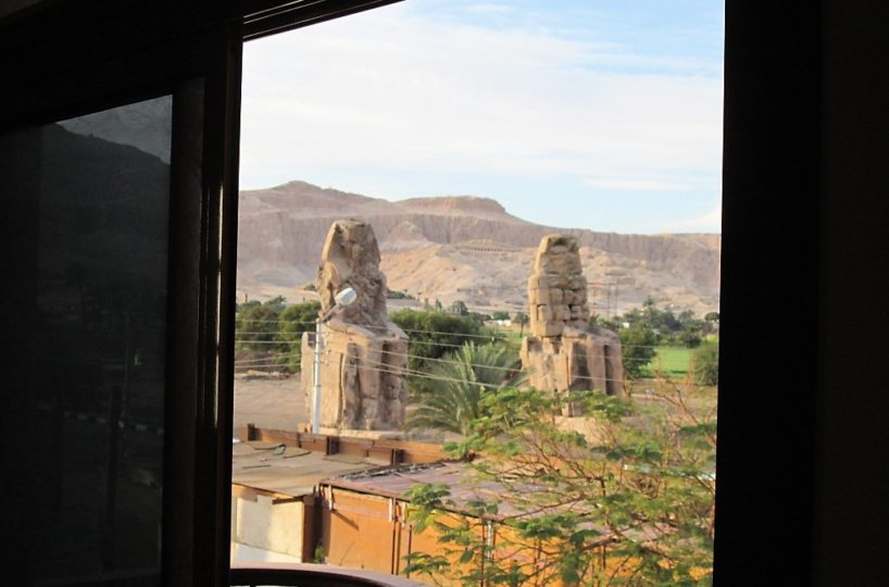 Vacation by the monuments in Memnon
